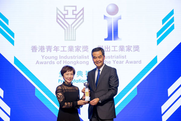 """Hon. CY Leung, Chief Executive of the HKSAR (Right) presented the """"Young Industrialist Awards of Hong Kong"""" trophy to Ms. Glendy Choi, Chief Executive Officer of D&G Technology (Left)."""